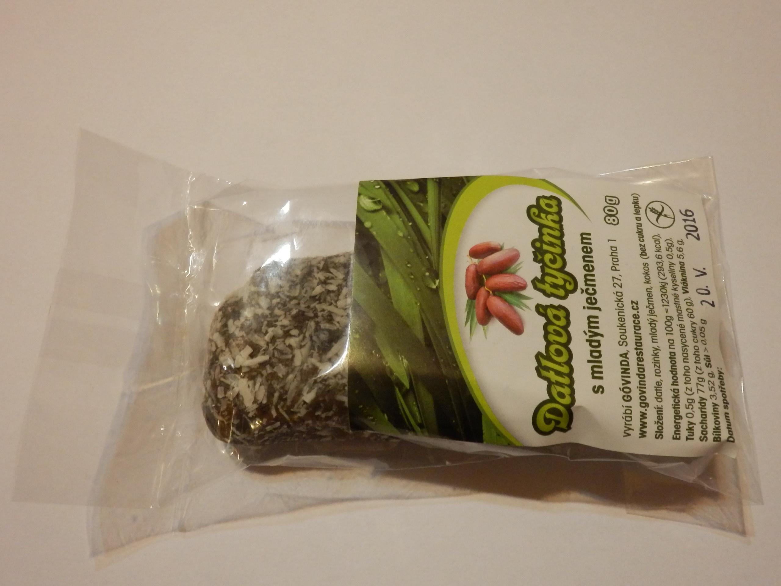 Datlová tyčinka s mladým zeleným ječmenem
